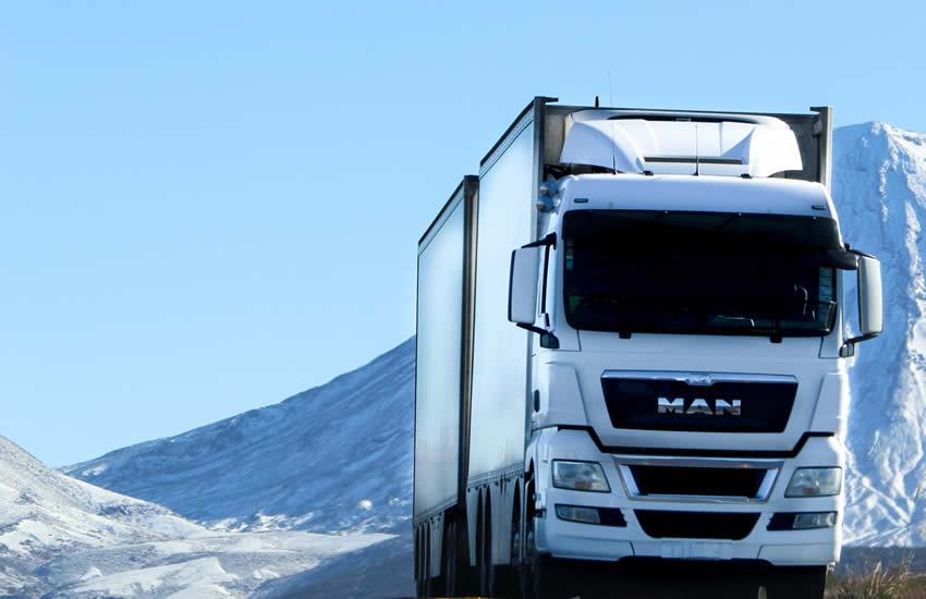 حمل بار با کامیون به بانه