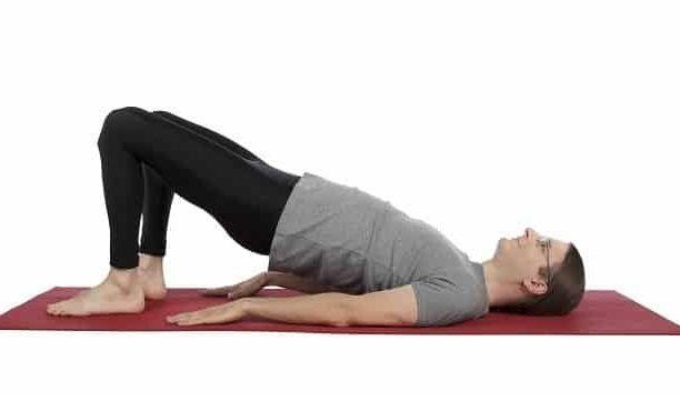 حرکاتی برای رفع خستگی عضلات اطراف ستون فقرات و لگن انجام دهید.