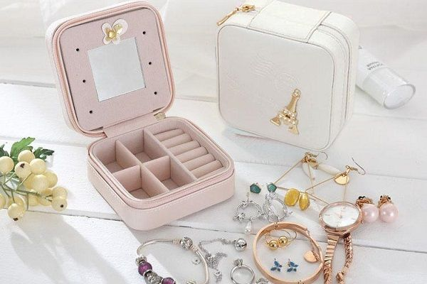 بسته بندی جواهرات و لوازم با ارزش